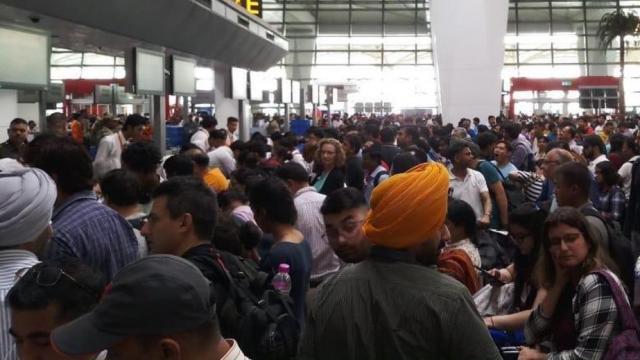 एअर इंडियाच्या प्रवाशांचे हाल