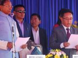 सिक्कीमचे नवे मुख्यमंत्री प्रेमसिंग तमांग शपथ घेताना