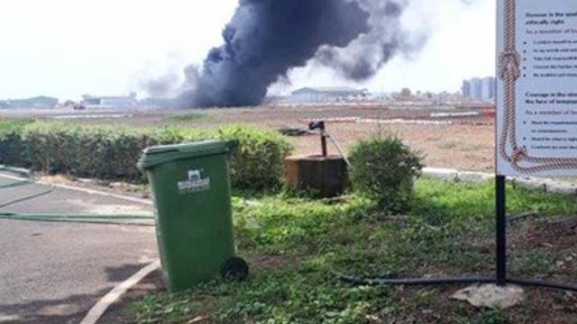 गोवा विमानळावर मिग २९ के विमानाचा ड्रॉप टँक कोसळून आग (ANI)
