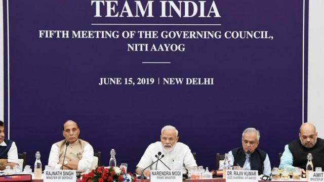 निती आयोगाच्या बैठकीत पंतप्रधान नरेंद्र मोदी