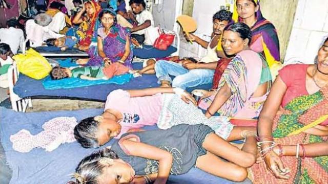 रुग्णालयात दाखल असलेली मुले