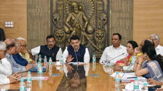मुख्यमंत्री देवेंद्र फडणवीस यांनी बैठक घेतली