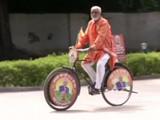 मोदींना शुभेच्छा देण्यासाठी गुजरातचा कार्यकर्ता सायकलवरवरुन दिल्लीत (ANI)