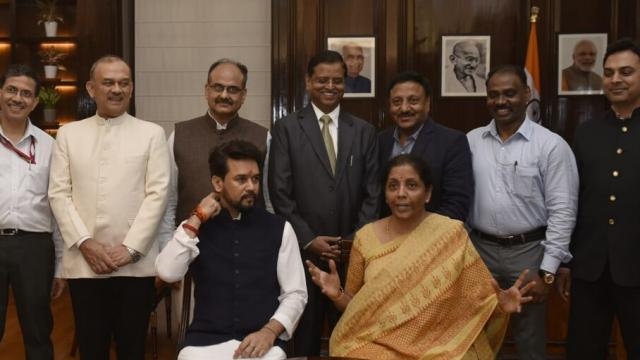 निर्मला सीतारामन आणि त्यांची टीम