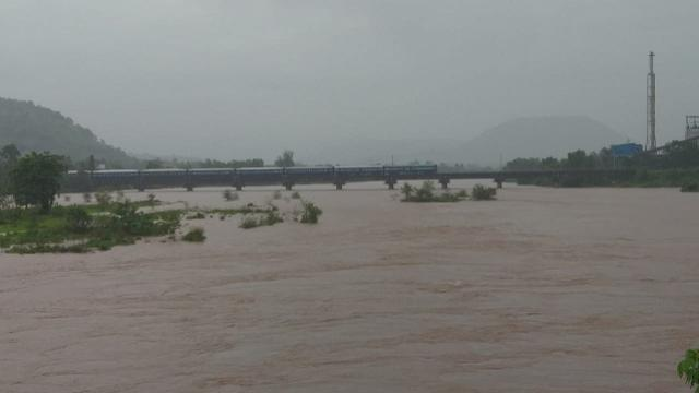 जगबुडी नदीला पूर