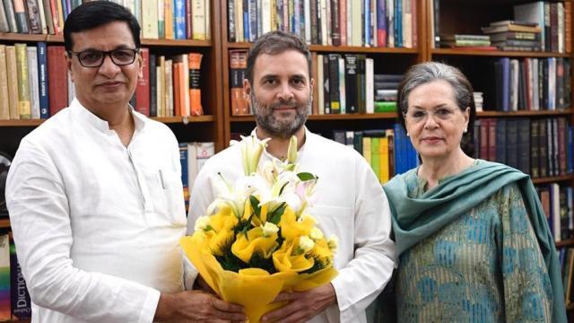 बाळासाहेब थोरात यांनी राहुल गांधी आणि सोनिया गांधींची भेट घेतली