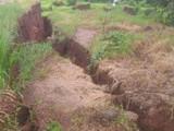 रत्नागिरीत जमीन खचली