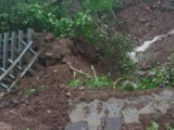 मंकि हिलजवळ रेल्वेमार्गावर दरड कोसळली