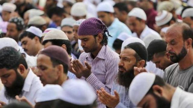 काश्मीर खोऱ्यात शांततेत पार पडला ईदचा उत्सव