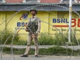 जम्मू-काश्मीरमध्ये तैनात सुरक्षा जवान