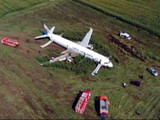 मक्याच्या शेतात उतरवले विमान, पायलटने वाचवले २३३ प्रवाशांचे प्राण