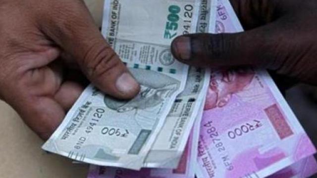 राजकोषीय तूट भरुन काढण्यासाठी सरकार नवी कर्जे उभारत असते.