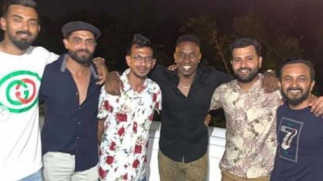 ब्राव्होसह टीम इंडियाचे खेळाडू