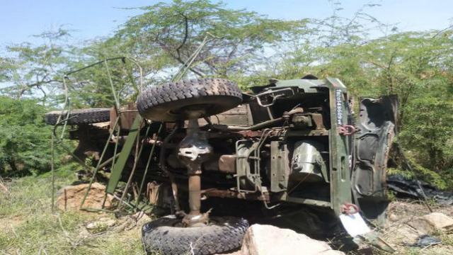 सैन्याच्या ट्रकला अपघात
