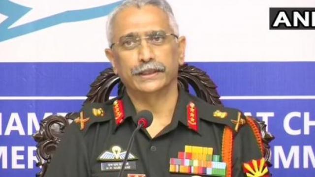 पूर्व कमांडचे लष्कर प्रमुख असलेले लेफ्टनंट जनरल एम एम नरवणे