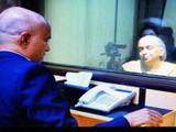 कुलभूषण जाधव यांच्यावर पाकिस्तानने दबाव टाकण्याचा प्रयत्न केल्याचे स्पष्ट आहे.