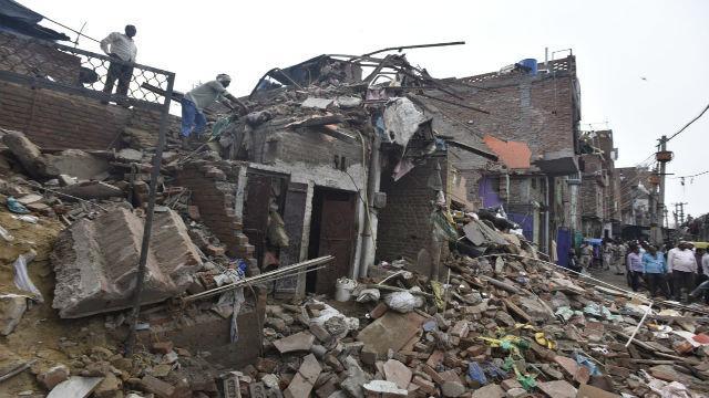 दिल्ली इमारत कोसळली