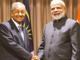 मलेशियाचे पंतप्रधान डॉ. मोहंमद आणि नरेंद्र मोदी