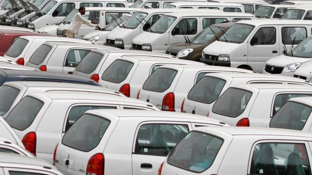 गाड्यांच्या विक्रीमध्ये मोठी घट