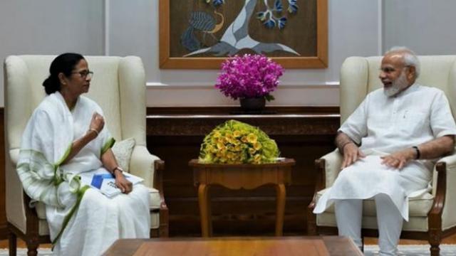 मुख्यमंत्री ममता बॅनर्जी आणि पंतप्रधान नरेंद्र मोदी