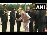 प्रोटोकॉल तोडून PM मोदींनी केले 'हे' काम, सर्वांनाच आश्चर्याचा धक्का (ANI)