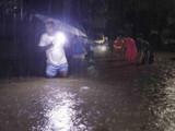 पुण्यात बुधवारी रात्री झालेल्या अतिप्रचंड पावसाने अनेक भागात गुडघाभर पाणी साचले होते. (फोटो - राहुल