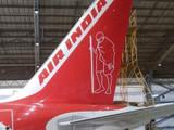 महात्मा गांधींचे चित्र रेखाटलेले एअर इंडियाचे विमान