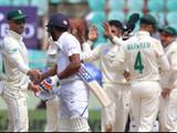 केशव महाराजने दोन्ही डावात रोहित शर्माची शिकार केली.