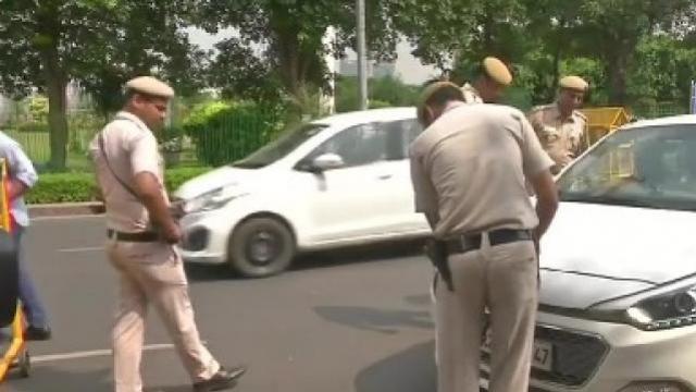 दिल्लीमध्ये सुरक्षा व्यवस्था तैनात