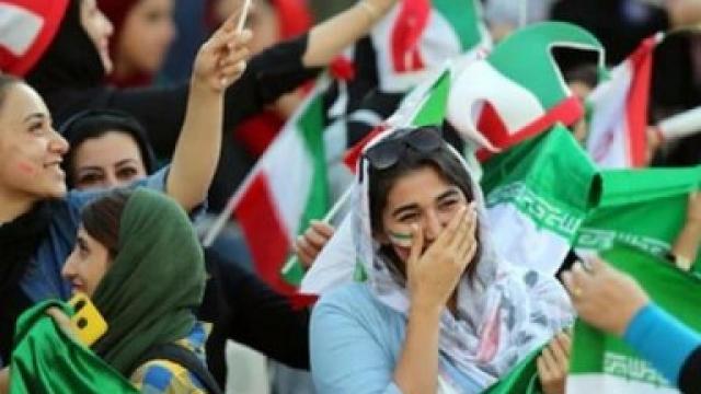 इराणी महिलांनी अनुभवला फुटबॉल सामन्याचा थरार