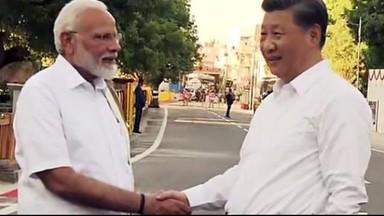 चीनचे राष्ट्राध्यक्ष शी जिनपिंग यांचे पंतप्रधान मोदी यांनी तामिळनाडूतील मामल्लापूरम येथे स्वागत केले