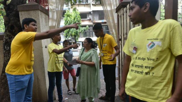 उमेदवारांनी बजावला मतदानाचा हक्क