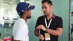 INDvSA: विजयानंतर धोनीनं घेतली टीमची भेट, बीसीसीआयनं म्हटलं..