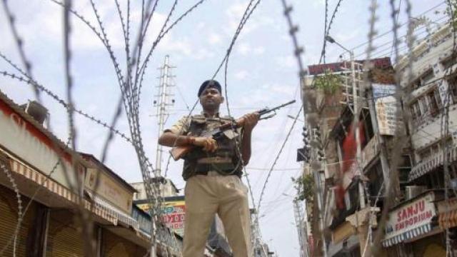 काश्मीरमधील कलम ३७० हटवण्याचा ऐतिहासिक निर्णय केंद्र सरकारने घेतला होता.