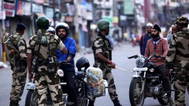 यूरोपीय खासदारांचा एक गट जम्मू-काश्मीरच्या दौऱ्यावर येण्याच्या एक दिवस आधी हा हल्ला झाला आहे.