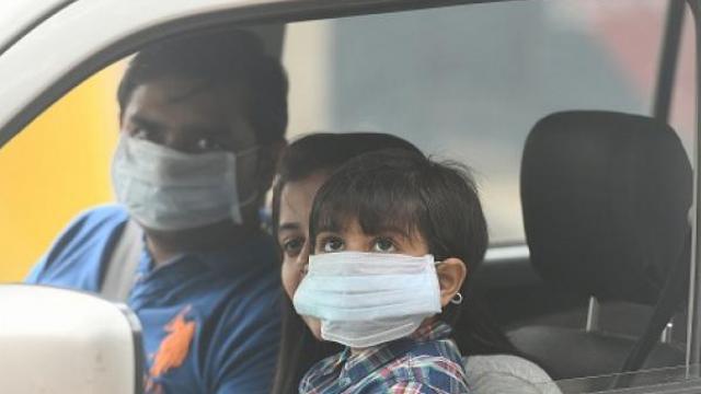 १५ दिवसांत दिल्ली शहराने तिसऱ्यांदा प्रदूषणाने धोक्याची पातळी ओलांडली आहे.