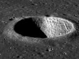 चंद्रावरील खड्ड्याचा फोटो