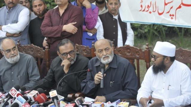 ऑल इंडिया मुस्लिम बोर्डाच्या बैठकीत यासंदर्भात निर्णय घेण्यात आला.