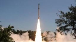 भारताने पहिल्यांदाच रात्री केली अग्नि-२ क्षेपणास्त्राची यशस्वी चाचणी, २००० किमी क्षमता