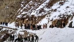 सियाचीनमध्ये हिमस्खलन, ८ जवान बर्फाच्या ढिगाऱ्याखाली अडकले