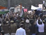 दिल्ली पोलिसांनी जेएनयूतील विद्यार्थ्यांचा मोर्चा अडविला. (फोटो - संजीव वर्मा)