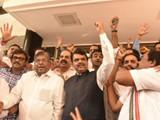 विधानभवनाबाहेर भाजपने घोषणाबाजी केली. (Photo Anshuman poyrekar)