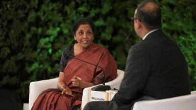 अर्थमंत्री निर्मला सीतारामन यांची मुलाखत हिंदुस्थान टाइम्सचे मुख्य संपादक आर सुकुमार यांनी घेतली.