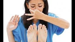 शूजमुळे पायाला येणारी दुर्गंधी घालवण्याच्या सोप्या टीप्स