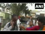 CM ठाकरेंविरोधात वादग्रस्त पोस्ट, बीडमध्ये महिला शिवसैनिकाकडून शाईफेक (ANI)