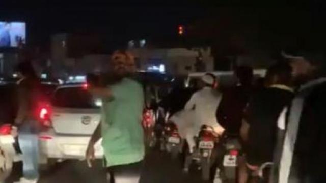 श्रीलंकेचा खेळाडू वाहतूक कोंडीत अडकला
