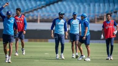 राजकोटच्या मैदानात भारतीय संघ ऑस्ट्रेलियाविरुद्ध दुसरा एकदिवसीय सामन खेळणार आहे.