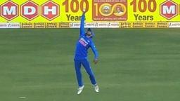 Video : पांडेजी फलंदाजीत फेल पण क्षेत्ररक्षणात टिपला उत्तम झेल!