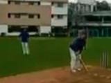शरद बोबडे क्रिकेट सामना खेळताना