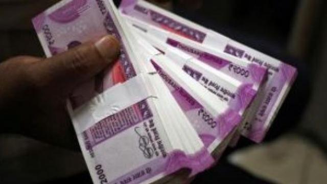 भारतातील ६३ अब्जाधीशांकडे देशाच्या बजेटपेक्षा अधिक संपत्ती